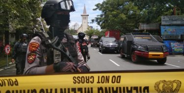 Suicide attack rocks Indonesia church, several wounded